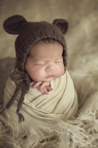 Бебешка фотосесия за новородено бебе
