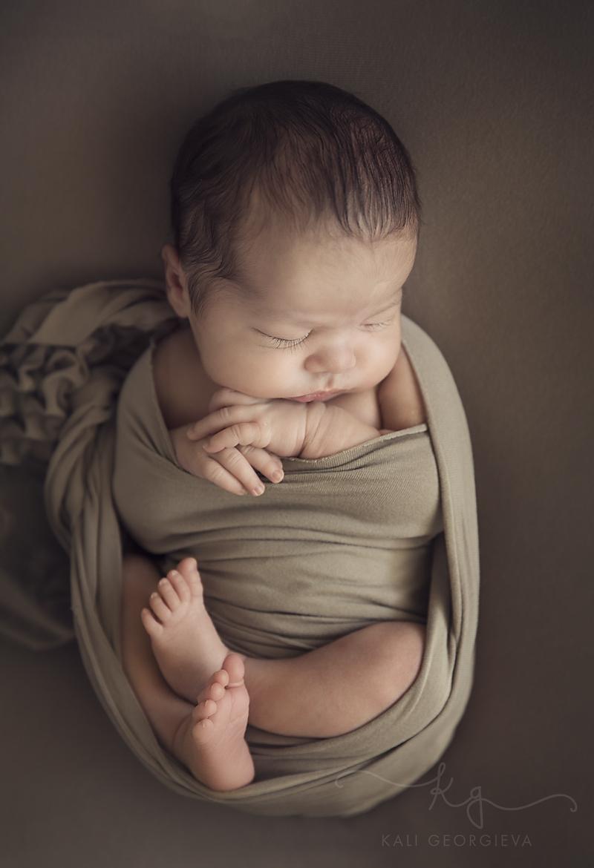 бебешка фотосесия на новородено бебе