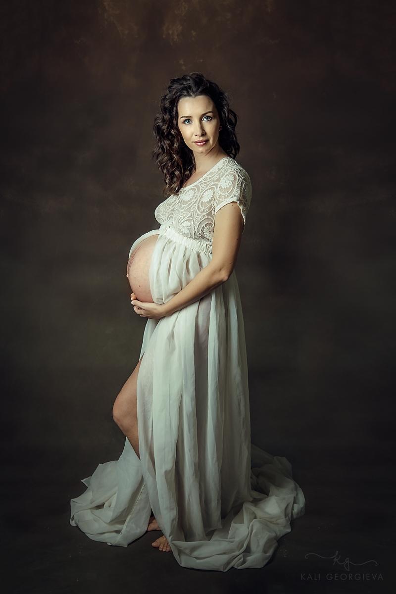 Фотосесия за бременни в студио